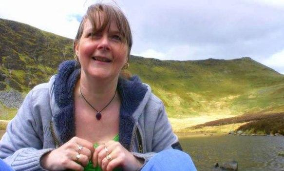 suzanna-williams-on-mountain-walk